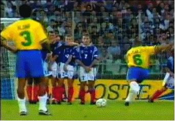 Mengungkap Rahasia Gol Ajaib Roberto Carlos