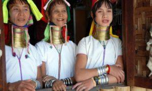Wanita Leher Panjang Suku Kayan